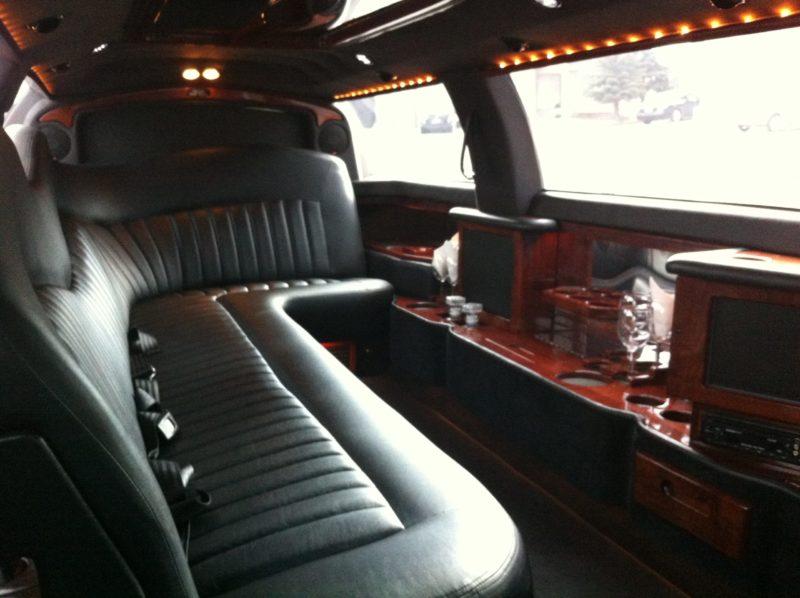 town-car-stretch-limo-apex-limousine-edmonton-Interior